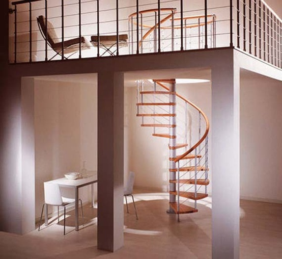 kręte schody i antresola