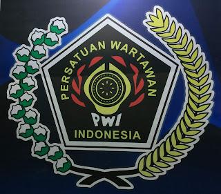 PWI Bone dan Sejumlah Wartawan Turut Prihatin Atas Musibah Dialami Divisi Teknis KPU Bone