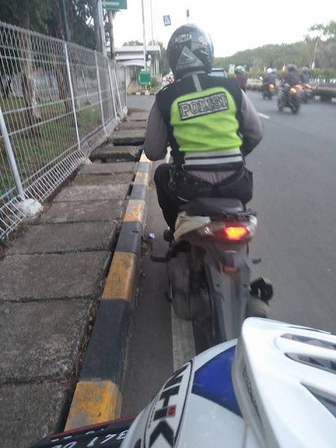 Dibantu Polisi