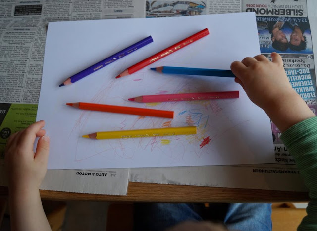 DIY: Unser Masking Tape Osterbaum. Die Kinder können bei diesem einfachen DIY zu Ostern gut mit basteln.