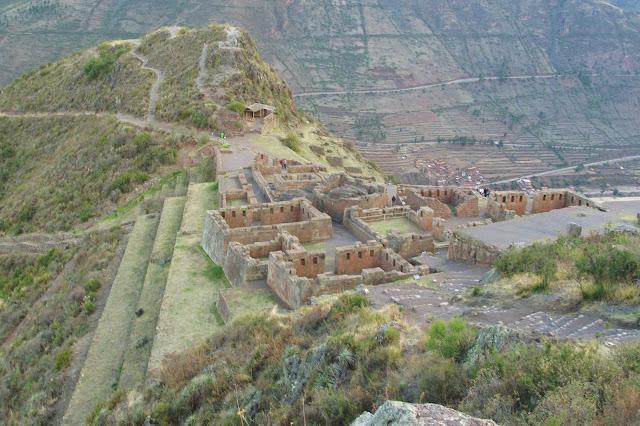 Ruínas Incas em Pisac, no Peru.