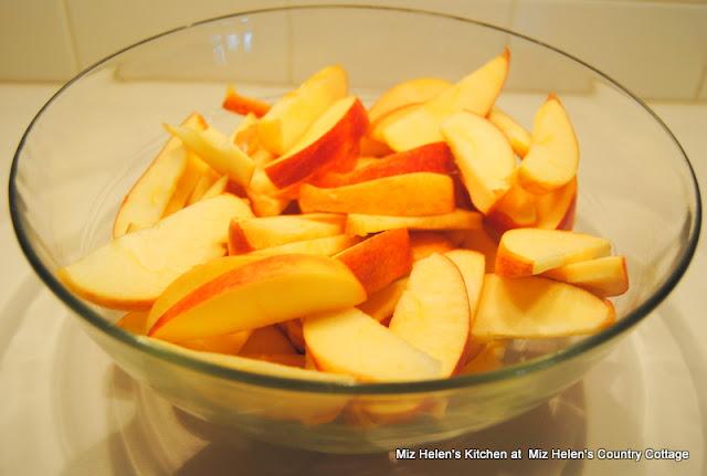 Cinnamon Skillet Apples at Miz Helen's Country Cottage