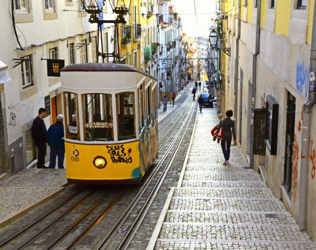 lisbona-tram-giallo-poracci-in-viaggio