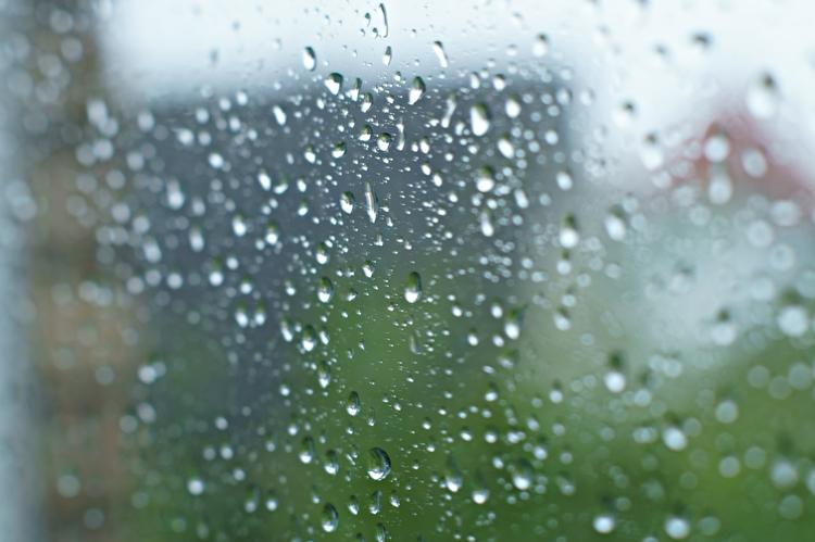Blog + Fotografie by it's me! - Regentropfen auf der Fensterscheibe