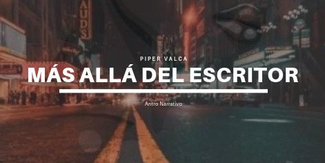 Fondo de una ciudad en la noche con las palabras Piper Valca, Más allá del muro y Antro Narrativo