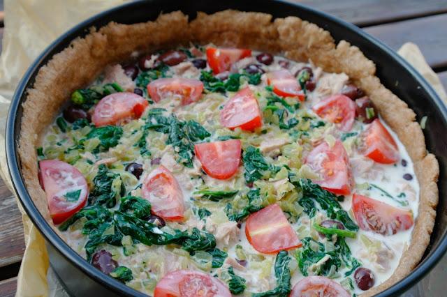 paj med tonfisk och tomater