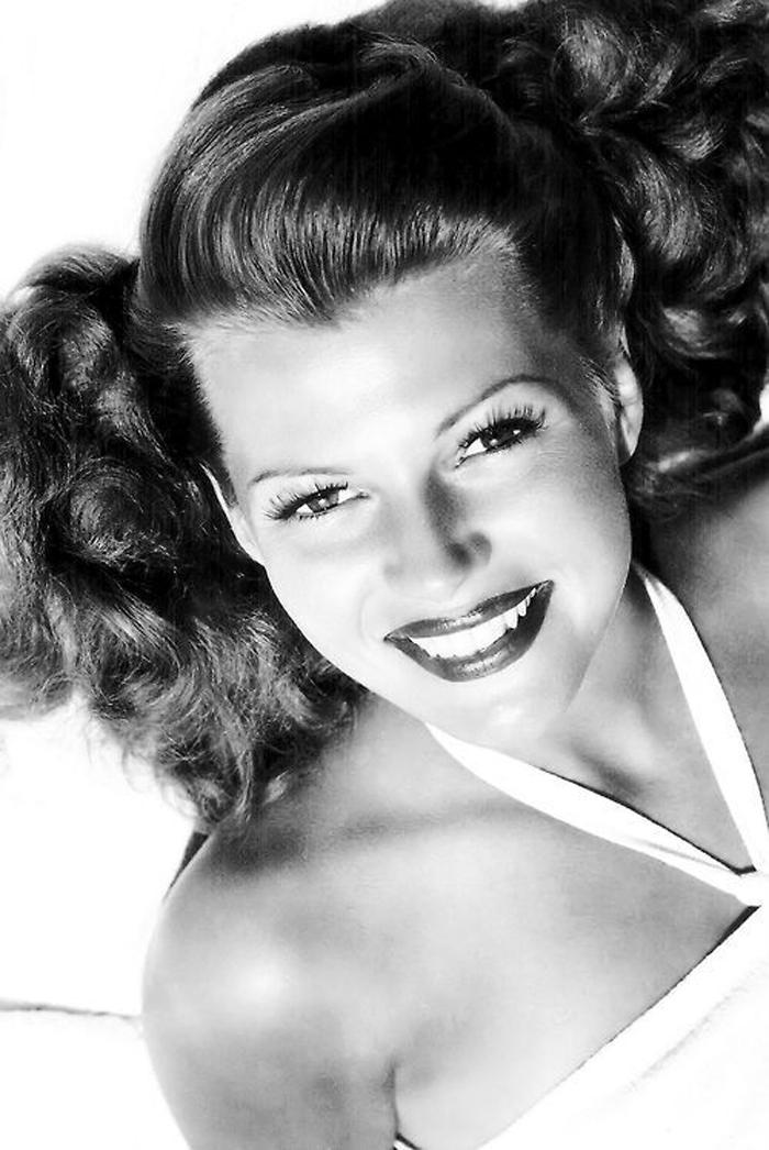 Primer plano rostro actriz hollywood en blanco y negro