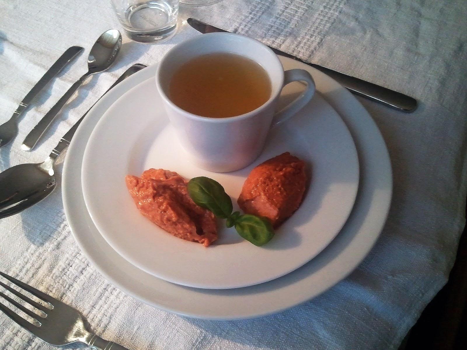 Miri's Kitchen: Weie Tomatenessenz mit Tomatenmousse