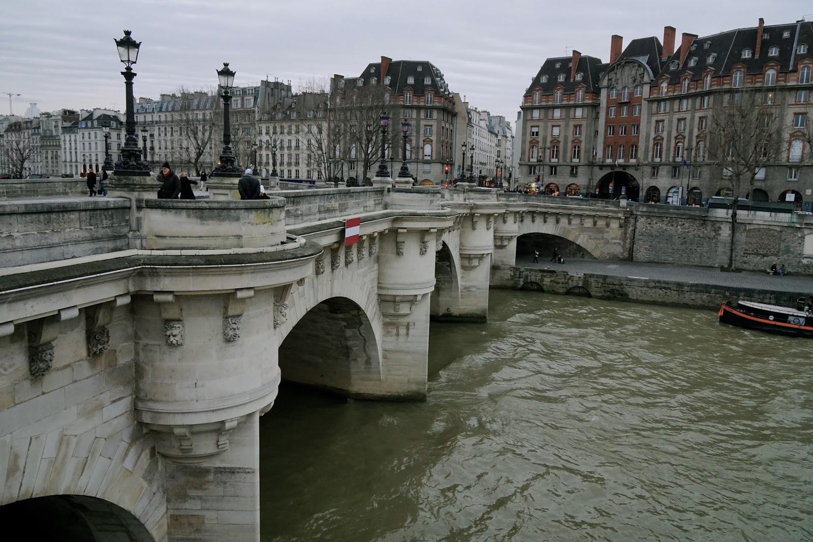 ポンヌフ(Pont Neuf)