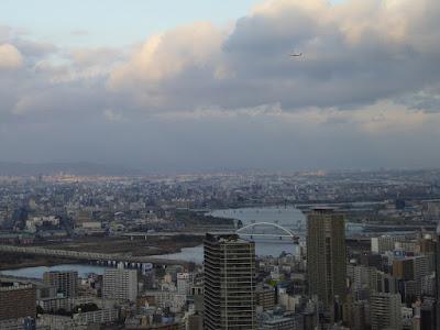 梅田スカイビル空中庭園展望台から望む北東側の景色