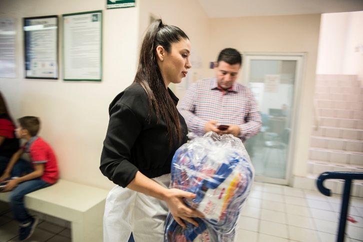 Fotos, Emma Coronel esposa del Chapo Guzmán ayuda a niños con cáncer en Sinaloa