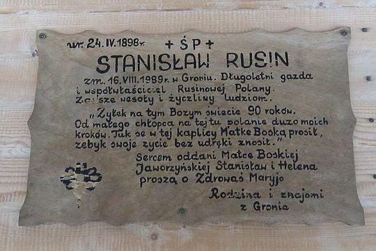 dna z tablic upamiętniających jednego z dawnych gospodarzy Rusinowej Polany.