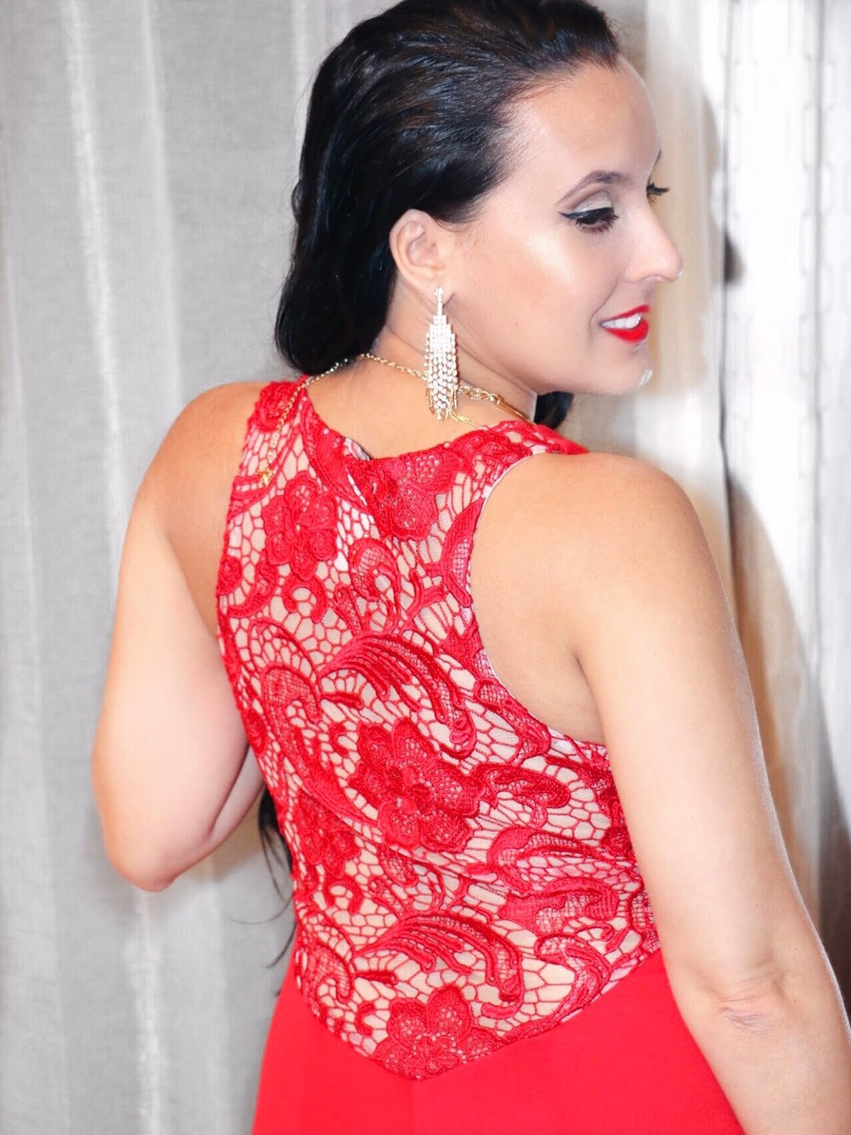 Back-Details-Red-On-Red-OOTD-Vivi-Brizuela-PinkOrchidMakeup