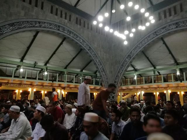 Subhanallah, Jamaah Sholat Gerhana Masjid UI Membludak Seperti Tarawih Ramadhan