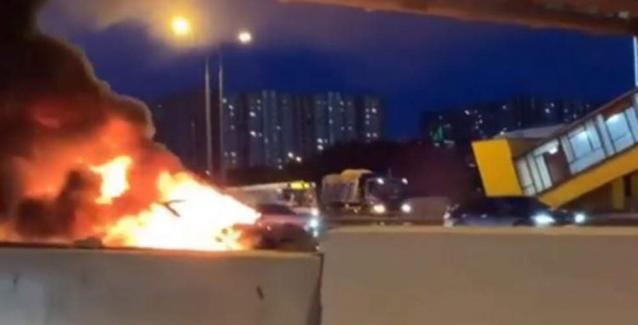 Σφοδρή έκρηξη αυτοκινήτου Tesla στη Μόσχα: Τραυματίστηκαν οι επιβαίνοντες (ΒΙΝΤΕΟ)