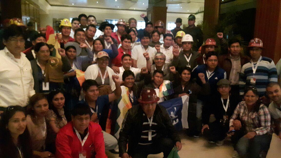 Parte de la comitiva que acompañó a Morales en Caracas, entre ellos Jesús Vera, primero a la izquierda