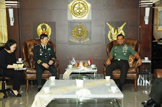 Panglima TNI Terima Kunjungan Kasad Republik Korea di Mabes TNI