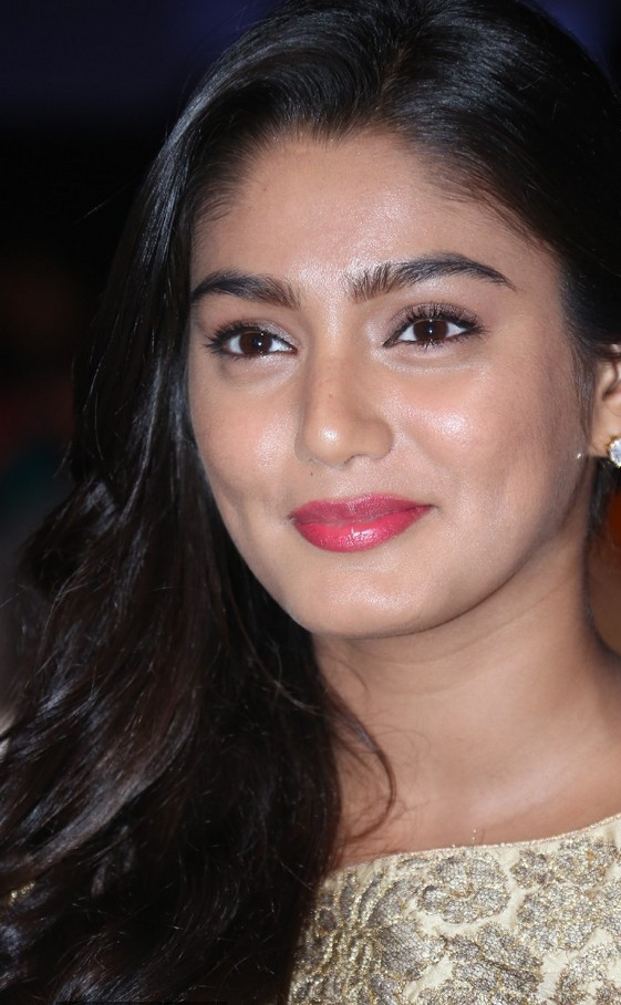 Actress Oily Face Close up Stills Sana Maqbool