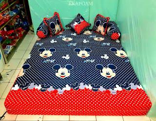 Sofa bed inoac motif mickey mouse navy saat difungsikan sebagai kasur inoac