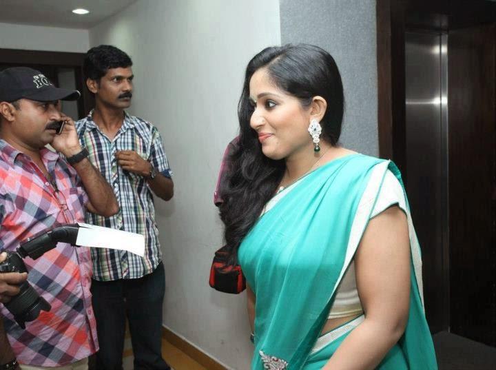 Celebrities Kavya Madhavan New: Kavya Is With Her Family Photos
