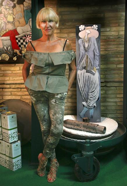 Rita Castigli con un'opera di Silvano D'Orsi