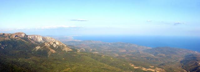 Вид со Стол-Горы на Караби-яйлу и побережье
