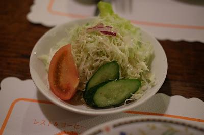 明科のハンバーグ、ステーキ、カレー レストランくるる サラダ
