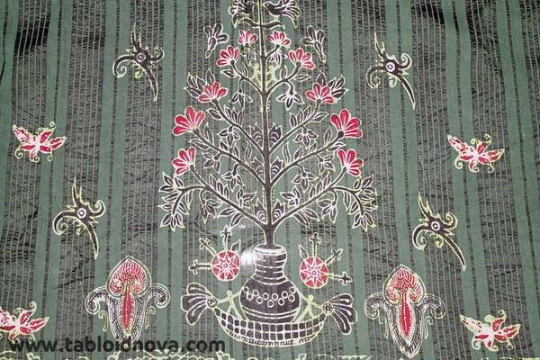 Batik Benang Bintik Batik Kalimantan Tengah  Adat Indonesia