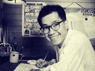 """Biografi Akira Toriyama Pencipta  Dragon Ball  Akira Toriyama lahir di Prefektur Aichi, Jepang, tanggal 5 April 1955, dia merupakan salah satu mangaka legendaris di Jepang dan bahkan dunia. Ia banyak menelurkan karya-karya hebat, di antaranya Dragon Ball, Fox Tale, dan Blue Dragon. Ia juga pernah membuat karakter untuk permainan video yang kemudian diangkat juga ke dalam manga dan anime, yaitu Dragon Quest. Akira Toriyama memulai debutnya pada tahun 1979 dengan karyanya yang berjudul Wonder Island, diterbitkan oleh Shonen Jump mingguan. Pertama kalinya ia mendapat ketenaran melalui manga dan serial anime Dr. Slump yang awalnya terbit sebagai serial mingguan di Shonen Jump pada tahun 1980-1984.  Di tahun 1982, beliau mendapatkan Shogakukan Manga Award untuk Dr. Slump sebagai manga terbaik untuk kategori Shonen and Shojo Manga Series of the Year. Sulit untuk menentukan sumber inspirasi dari karya seni Akira Toriyama, ia sangat mengagumi Astro Boy karya Osamu Tezuka dan terkesan dengan Walt Disney di antaranya 101 Dalmantians yang ia ingat sebagai karya seni besar. Film-film awal Jackie Chan juga memiliki pengaruh yang nyata pada karyanya. Menariknya karya-karya mangaka lainnya justru dipengaruhi oleh karya Akira sensei. Mangaka seperti Yoshihiro Togashi (Hunter x Hunter), Eiichiro Oda (One Piece), Masashi Kishimoto (Naruto), Hiro Mashima (Fairy Tail), Yoshio Sawai (Bobobo-bo Bobobo) dan Tite Kubo (Bleach).  Akira Toriyama diakui sebagian besar untuk karyanya yang utama yaitu Dragon Ball. Ini merupakan salah satu karya yang penjadi roda penggerak untuk Akira Toriyama sendiri yang menerima """"Golden Age of Jump"""". Pengahargaan tersebut berhasil mendorong beliau untuk terus melanjutkan Dragon Ball dari tahun 1984 sampai tahun 1995. Selama periode 11 tahun, ia menghasilkan 519 bab yang dikumpulkan dalam 42 volume. Setiap volume memiliki rata-rata 200 halaman. . Ini menjadi prestasi utama karena menjual lebih dari 35.000.000 kopi di Jepang, Dragon Ball akhirnya mencapai rekor"""