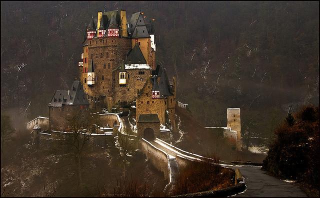 """قلعة من عالم آخر """"قلعة الألتس"""" 3206848352_36f23780c"""