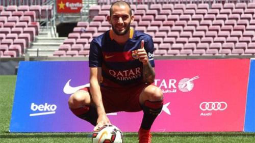 Aleix Vidal  sẽ phải đợi tới tháng 1/2016 để có trận ra mắt đầu tiên ở Barca