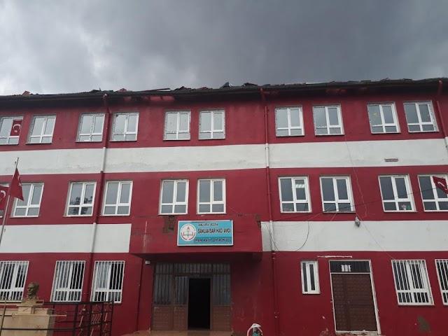 Okulun çatısı tamir edildi