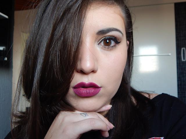 maquiagem-com-batom-roxo