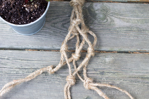 How to make a DIY jute rope macrame plant hanger. Perfect way to get the farmhouse look with macrame!