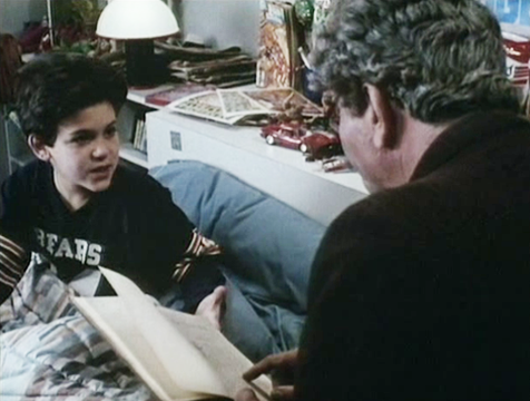 El anciano (Peter Falk) leyéndole a su nieto (Fred Savage) La princesa prometida - Cine de Escritor
