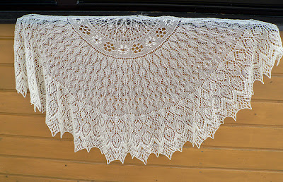 large lace wedding shawl or veil, hand knitting pattern