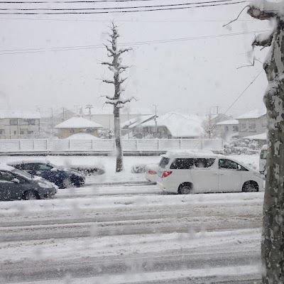 福島リペア-窓から見た大雪の様子