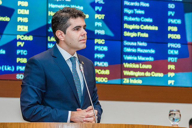 Deputado Adriano critica demora da PGR na decisão sobre Roseana