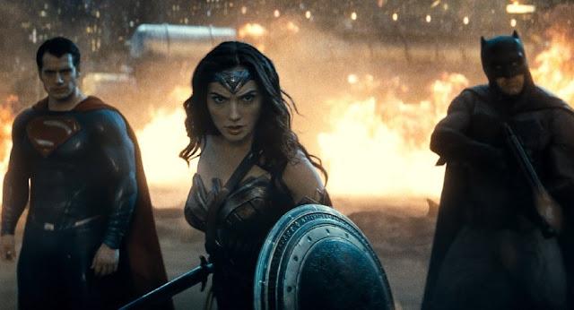 """Versão estendida de """"Batman vs Superman: A Origem da Justiça"""" ganha trailer com cenas inéditas"""