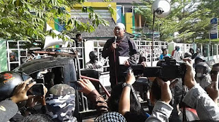 Takbir! Umat Islam Gelar Aksi Unjuk Rasa Tolak Kajian Syiah di IAIN Surakarta
