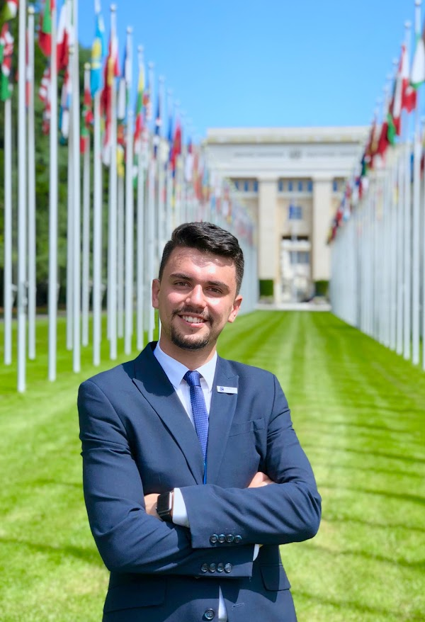Pablo Estrella Porter, estudiante de Medicina, participó en la Asamblea Mundial de la Salud en Suiza