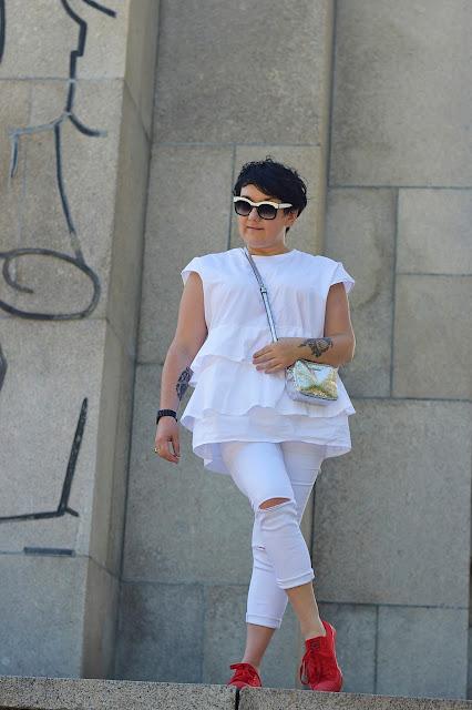 biała bluzka z falbanami Zara