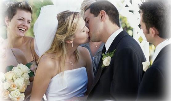bb2023379d65 Η εποχή που η ατζέντα μας γεμίζει με κοινωνικές υποχρεώσεις όπως γάμους και  βαφτίσια έφτασε. Ο καλός καιρός είναι με το μέρος μας και οι προσκλήσεις με  ...