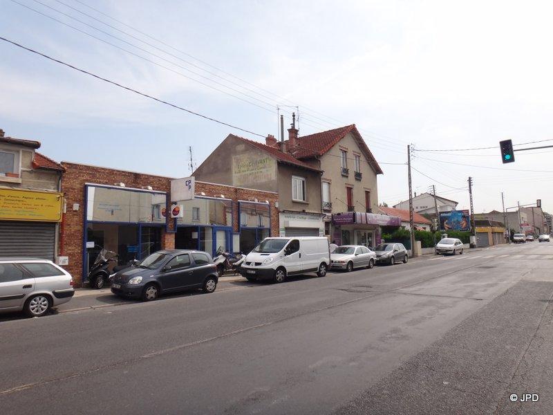 Les murs peints s 39 affichent murs de banlieue petite et - Garage renault argenteuil rue henri barbusse ...
