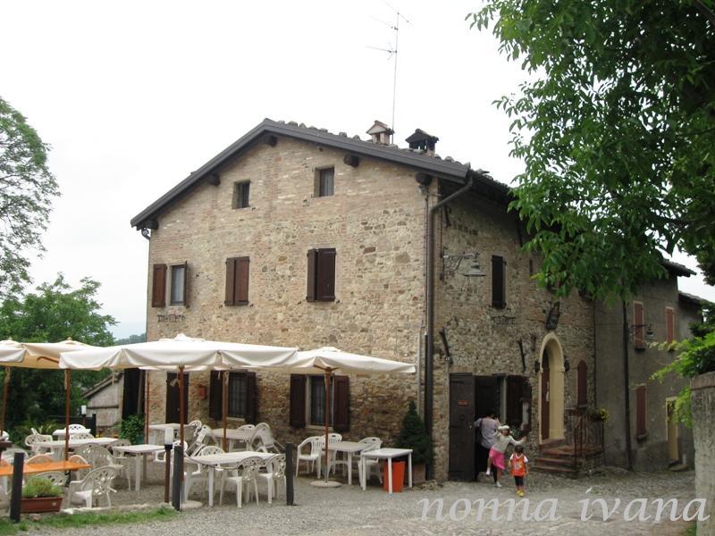 Cucinario di nonna ivana castello di monteveglio una for Case in stile castello