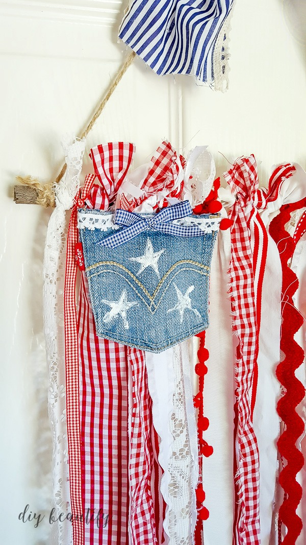patriotic wall hanging using ribbon and denim  |  diy beautify