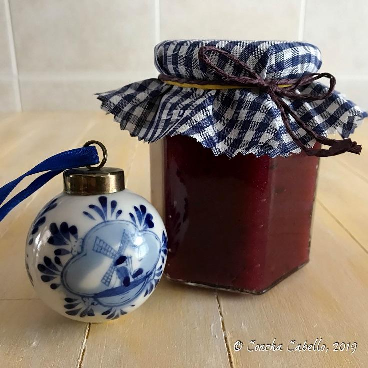 mermelada-membrillo-arándanos-tarro-porcelana-azul-delf