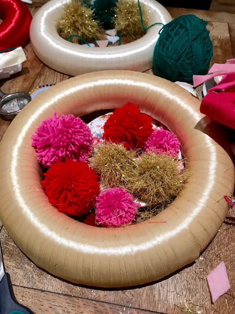 Kitsch Christmas Wreath DIY How To Make