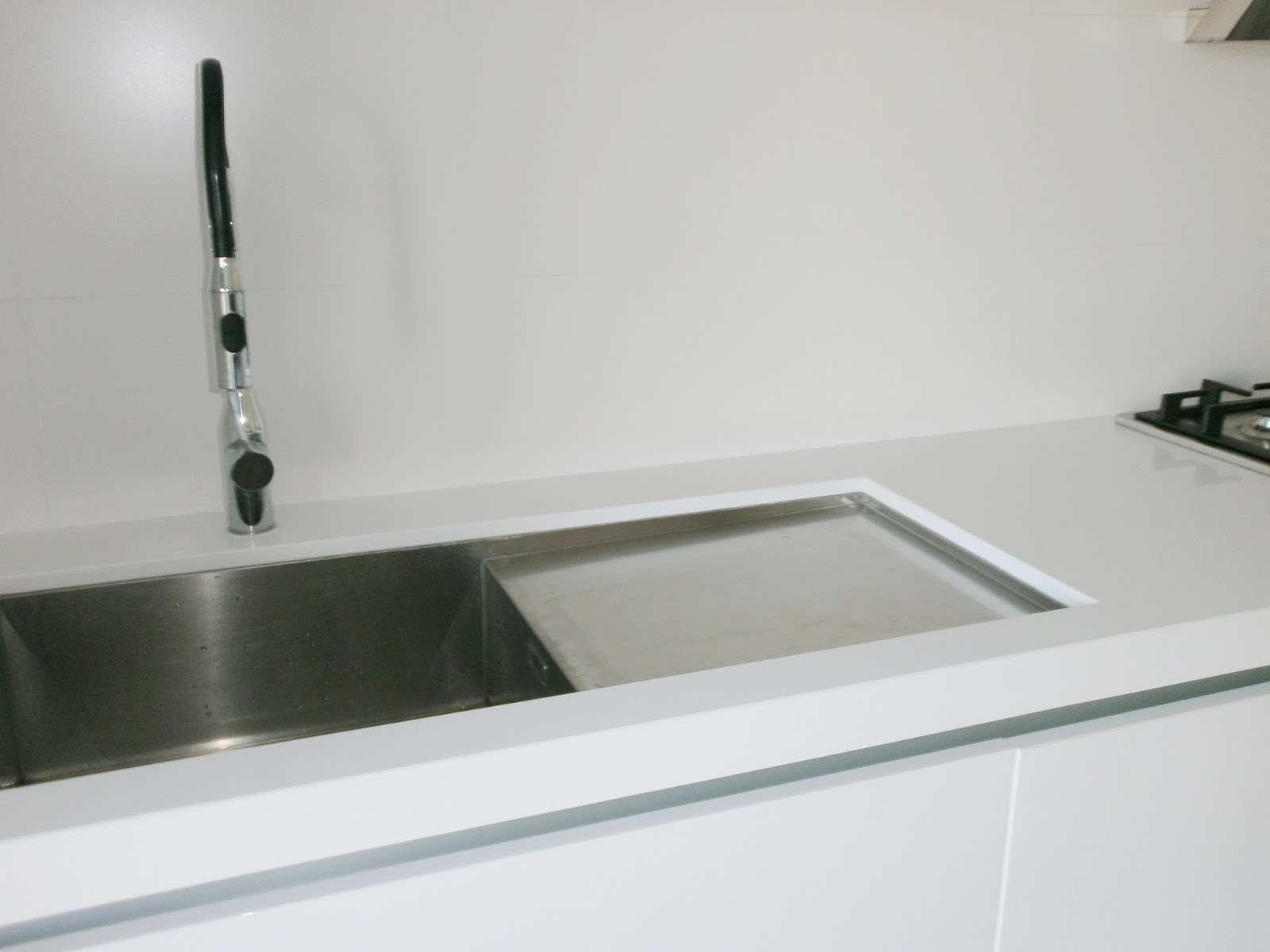 El blanco en la cocina una apuesta segura cocinas con - Fregaderos de granito para cocina ...