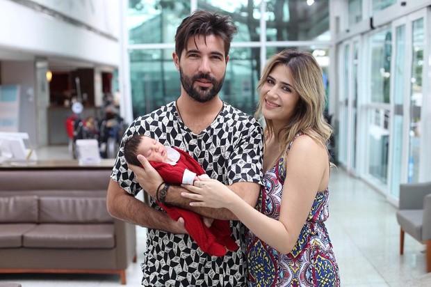 Noah, filho de Jéssica Costa (filha do cantor Leonardo) e Sandro Pedroso (ex-marido da Suzana Vieira)